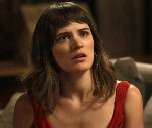 """Em """"O Outro Lado do Paraíso"""": Clara (Bianca Bin) vê seus dois pretendentes no hospital depois de serem baleados"""