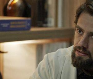 "Renato (Rafael Cardoso) morre após tiro de Patrick (Thiago Fragoso) em ""O Outro Lado do Paraíso"""