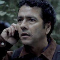 """Na novela """"O Rebu"""": Delegado Pedroso descobre a real causa da morte de Bruno"""