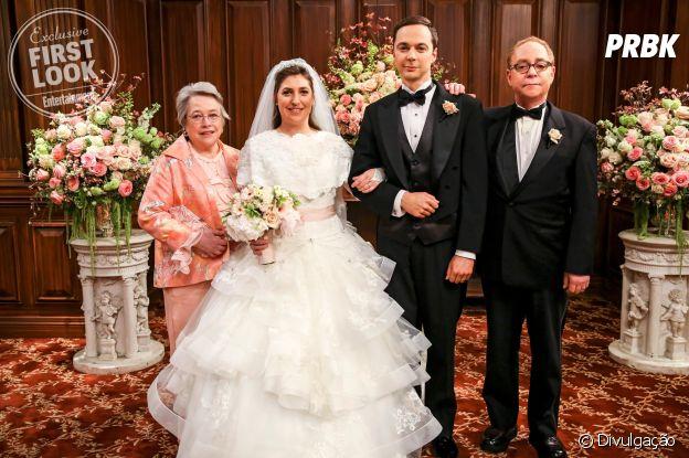 """De """"The Big Bang Theory"""", veja primeira foto do casamento de Amy (Mayim Bialik) e Sheldon (Jim Parsons)!"""
