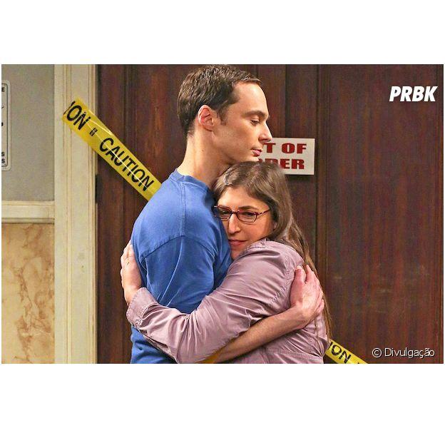 """Em """"The Big Bang Theory"""", 1ª foto do casamento de Sheldon (Jim Parsons) e Amy (Mayim Bialik) é divulgada!"""