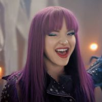 "Dove Cameron, de ""Descendentes 3"", grava música nova para a saga pela última vez!"