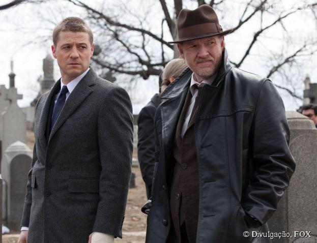 """Em """"Gotham"""", James Gordon (Ben McKenzie) vai lutar contra o crime na cidade do pecado tendo Harvey Bullock (Donal Logue) como mentor"""
