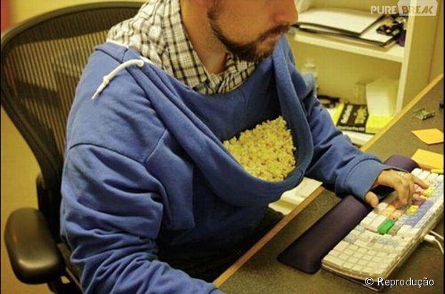 Pra quem gosta de comer pipoca enquanto mexe no computador...