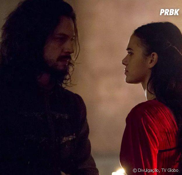 """Em """"Deus Salve o Rei"""", Catarina (Bruna Marquezine) e Afonso (Romulo Estrela) se casam, mas, o rei rejeita a nova rainha"""