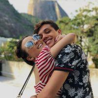 "Larissa Manoela e Leo Cidade comemoram 6 meses de namoro e atriz se declara: ""Amo tu xuxu"""