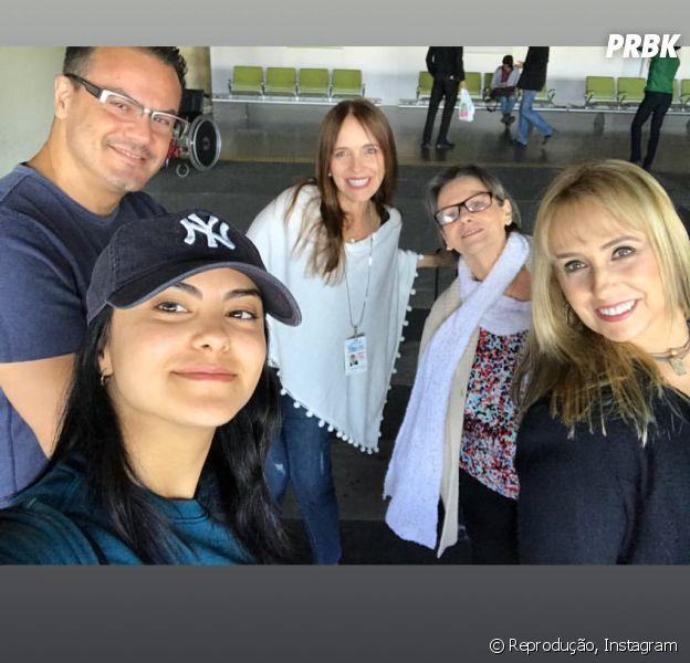 """Camila Mendes, de """"Riverdale"""", mostra momento em família no Brasil"""