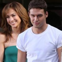 "Jennifer Lopez mostra seu charme no trailer do filme ""The Boy Next Door"""