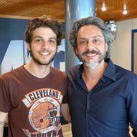"""Chay Suede encontra Alexandre Nero nos bastidores da novela """"Império"""""""