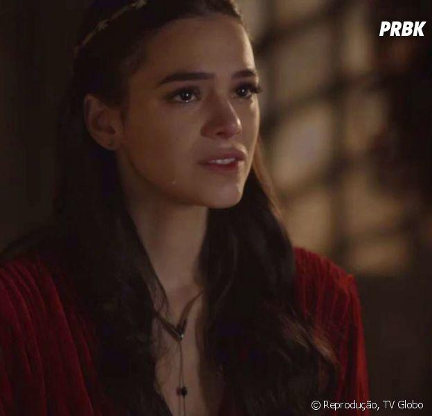 """Em """"Deus Salve o Rei"""", Catarina (Bruna Marquezine) cai na armadilha de Afonso (Romulo Estrela), é presa e pode ser enforcada!"""