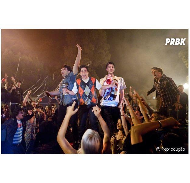 """Cena do filme """"The Project X"""", onde os adolescentes se acabam em uma festa estrondosa"""