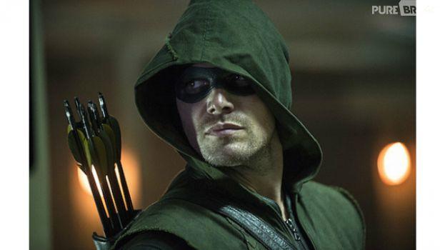 """Fotos exclusivas do primeiro episódio de """"Arrow"""" mostram o vilão Ray Palmer"""