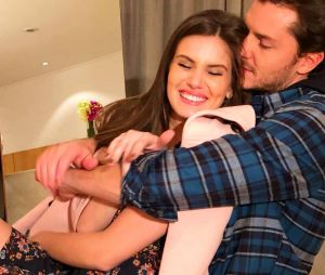 Camila Queiroz e Klebber Toledo não querem presentes de casamento