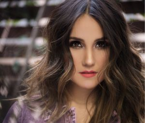 "Dulce Maria ensaia nova coreografia para single do ""Origen"""