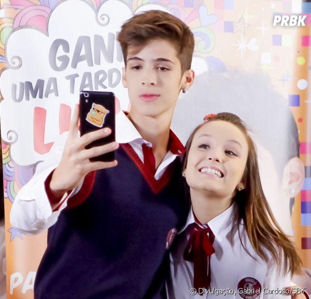 """Novela """"As Aventuras de Poliana"""": Mirela (Larissa Manoela) e Luca Tuber (João Guilherme) passam uma tarde juntos"""