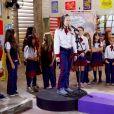 """Novela """"As Aventuras de Poliana"""": Mirela (Larissa Manoela) canta para Luca Tuber (João Guilherme)"""