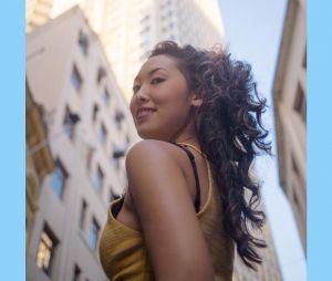 """Ana Hikari, ex-""""Malhação"""" posta foto do seu cabelo natural"""