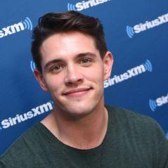 """Saiu um novo teaser de """"Riverdale"""" e parece que resolveram zoar o Casey Cott"""