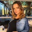 Milena Toscano aparece feliz na foto com seu primeiro filho