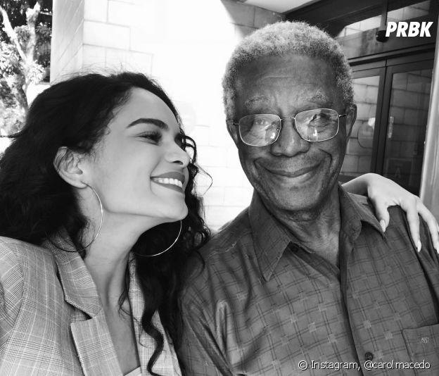 """Carol Macedo é Paulina, filha de Eliseu (Milton Gonçalves),na novela """"O Tempo Não Para"""""""