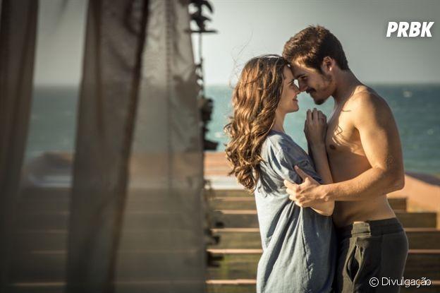 """Marocas (Juliana Paiva) e Samuca (Nicolas Prattes) vivem em um romancena novela """"O Tempo Não Para"""" e também na vida real"""