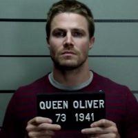 """Vocês sabiam que Oliver está preso há cinco meses em """"Arrow""""? Pois é!"""