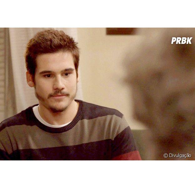 """Em """"O Tempo Não Para"""", Samuca (Nicolas Prattes) fica balançado ao saber de noivado de Marocas (Juliana Paiva)"""