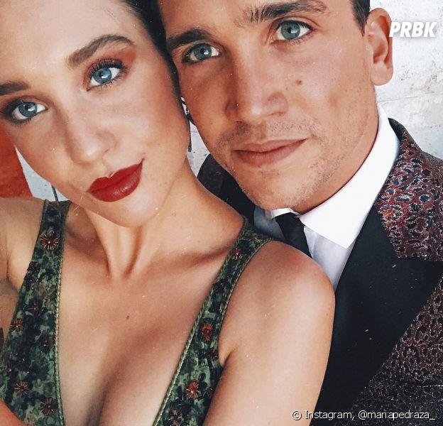 """Maria Pedraza e Jaime Lorente, de """"Elite"""", são vistos aos beijos na Espanha"""