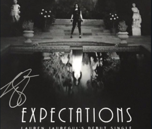 "Lauren Jauregui lançou clipe de ""Expectations"" recentemente e foi bastante elogiada"