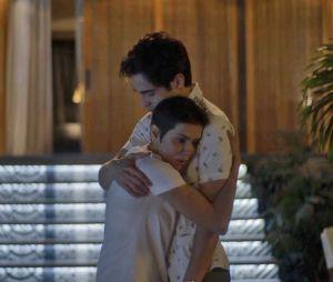 "Na reta final de ""Segundo Sol"", Valentim (Danilo Mesquita) descobre queKarola (Deborah Secco) é filha deLaureta (Adriana Esteves)"