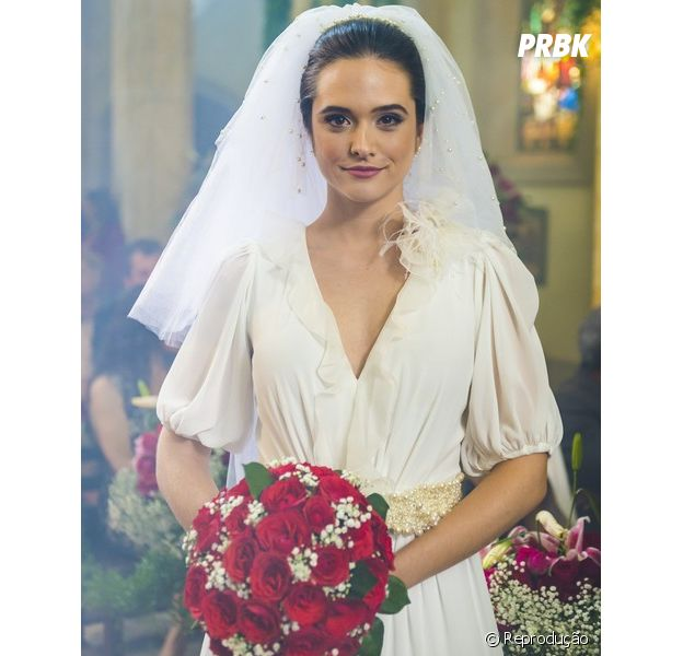 """Em """"O Tempo Não Para"""", Samuca (Nicolas Prattes) encontra Marocas (Juliana Paiva) antes dela se casar com Emílio (João Baldasserini)"""