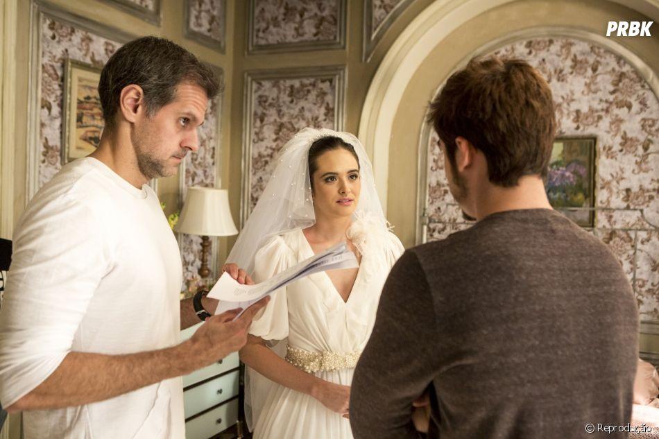 """Em """"O Tempo Não Para"""", Samuca (Nicolas Prattes) vê Marocas (Juliana Paiva) vestida de noiva"""