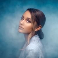 """Ariana Grande aparece com visual novo e divulga trecho de """"Needy"""", música do próximo álbum"""
