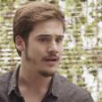 """Em """"O Tempo Não Para"""": Samuca (Nicolas Prattes) fica chocado ao descobrir que vão explodir a SamVita"""