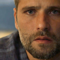 """Gabriel se apavora com missão, tenta fugir e é impedido por León em """"O Sétimo Guardião"""""""