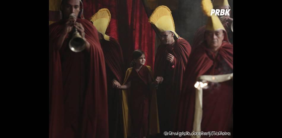 """A cerimônia de """"Joia Rara"""" em homenagem à Pérola (Mel Maia) será organizada por Sonan (Caio Blat)"""