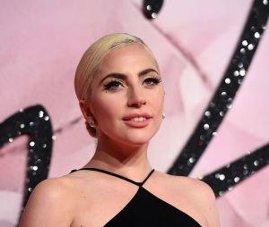 """Lady Gaga pede desculpas por """"Do What U Want"""" e promete nunca mais trabalhar com R. Kelly"""