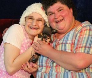 """Essas são Gypsy Blanchard e Dee Dee Blanchard da vida real, que inspiraram a série """"The Act"""""""