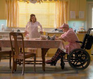 """Dee Dee (Patricia Arquette) e Gypsy (Joey King) eram amadas na vizinhança em """"The Act"""""""