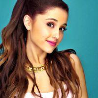 """Ariana Grande é indicada como """"artista influenciadora"""" e lança vídeo na web"""