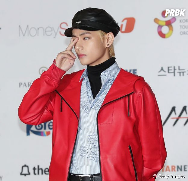 """Kim Taehyung, o V do BTS, acaba de lançar """"Scenery"""", sua música solo"""