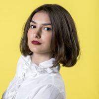 Marina Moschen não está namorando uma mulher e nós precisamos parar de tirar as pessoas do armário