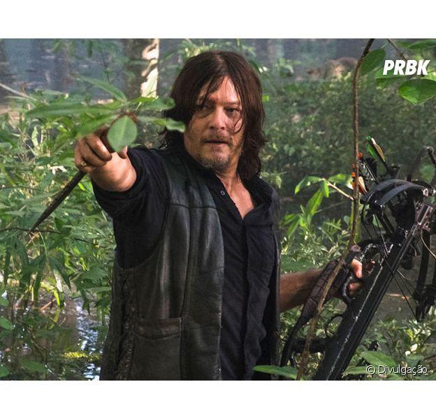 """Em """"The Walking Dead"""", Daryl (Norman Reedus) se aproxima de Alpha (Samantha Morton), líder dos Sussurradores"""