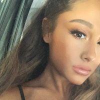 Ariana Grande mostrou seu cabelo cacheado e curto para o mundo e não podíamos estar mais apaixonados