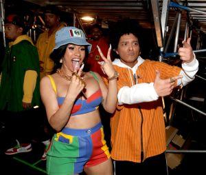 """Cardi B e Bruno Mars voltam a trabalhar juntos! Ouça """"Please Me"""""""