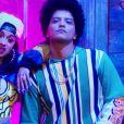 """Cardi B e Bruno Mars se juntam em """"Please Me"""", um R&B dançante"""