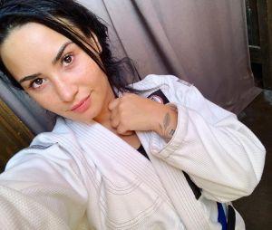 Demi Lovato relembrou seu cachorrinho, Buddy, que morreu em 2018