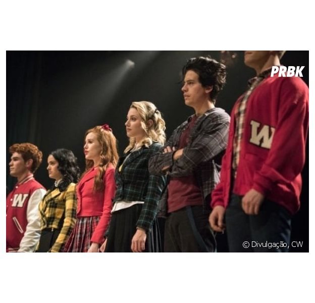 """Riverdale"": tudo indica que Jughead (Cole Sprouse) também irá cantar no episódio ""Big Fun"" da terceira temporada"