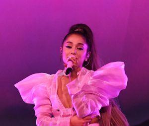 """Ariana Grande contou com seis figurinos no primeiro show da """"sweetener world tour"""""""
