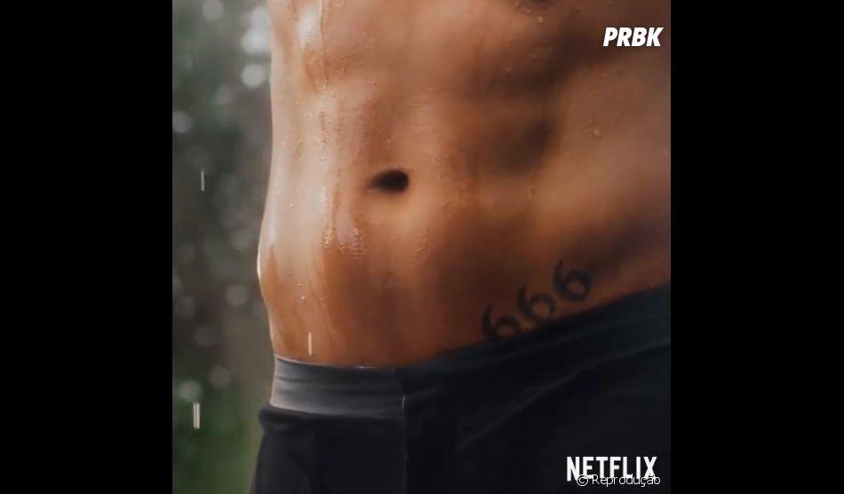 """De """"Lucifer"""": Netflix divulga vídeo de Tom Ellis sem camisa para anunciar data de estreia da 4ª temporada"""